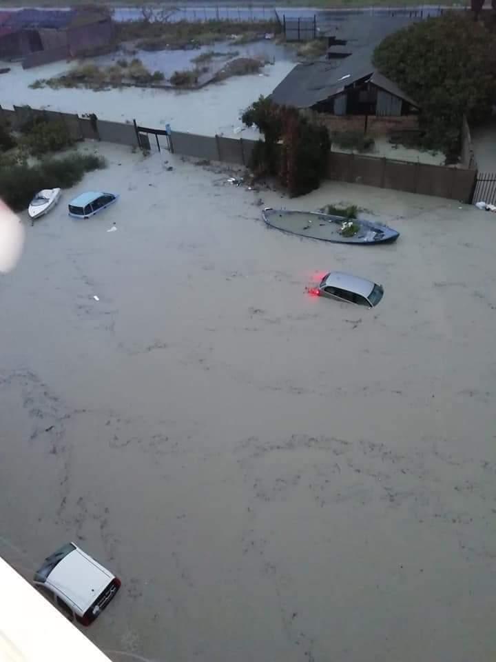 maltempo auto in acqua